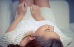 10 razloga zbog kojih prelijepe žene stupaju u vezu sa ispod prosječnim muškarcima